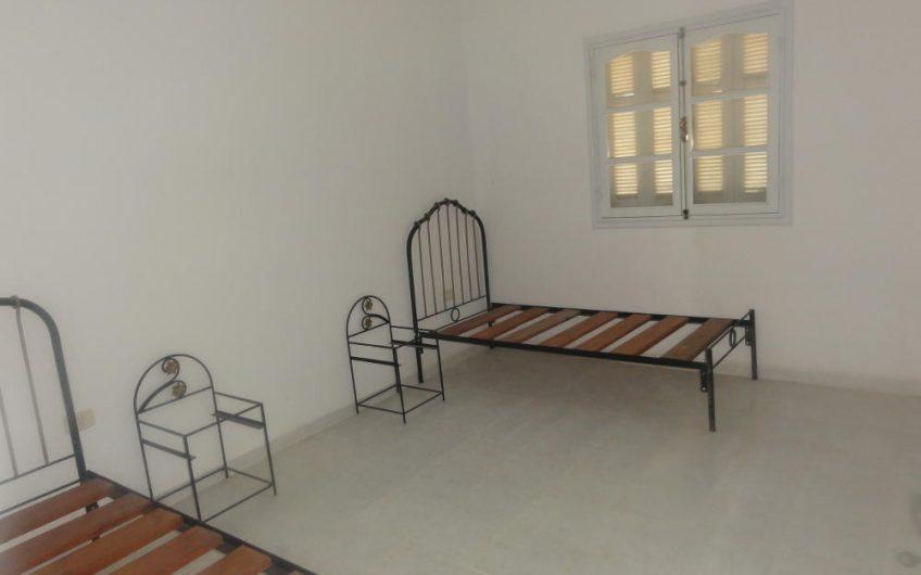 Un Appartement non Meublé à Chott Meriem